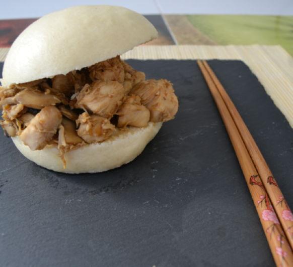 Pollo teriyaki con pan Bao