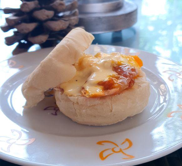 Huevos Benedict con muffins ingleses